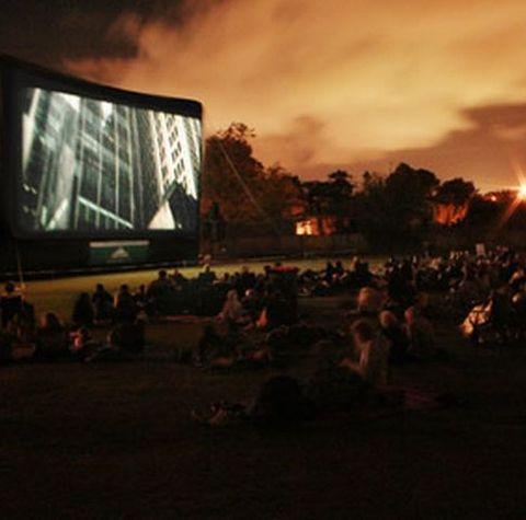 film la cinema pe iarba